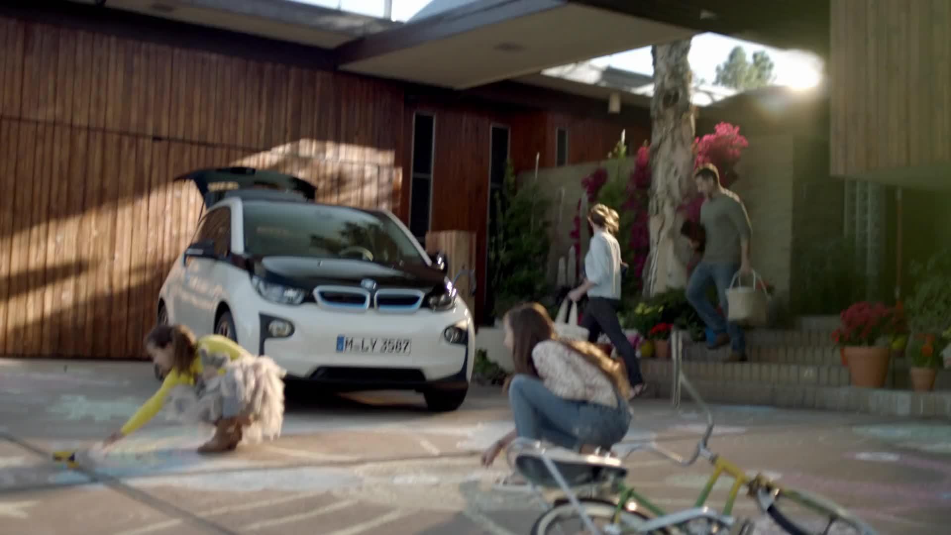 BMW Born Electric Video Watch at Y8